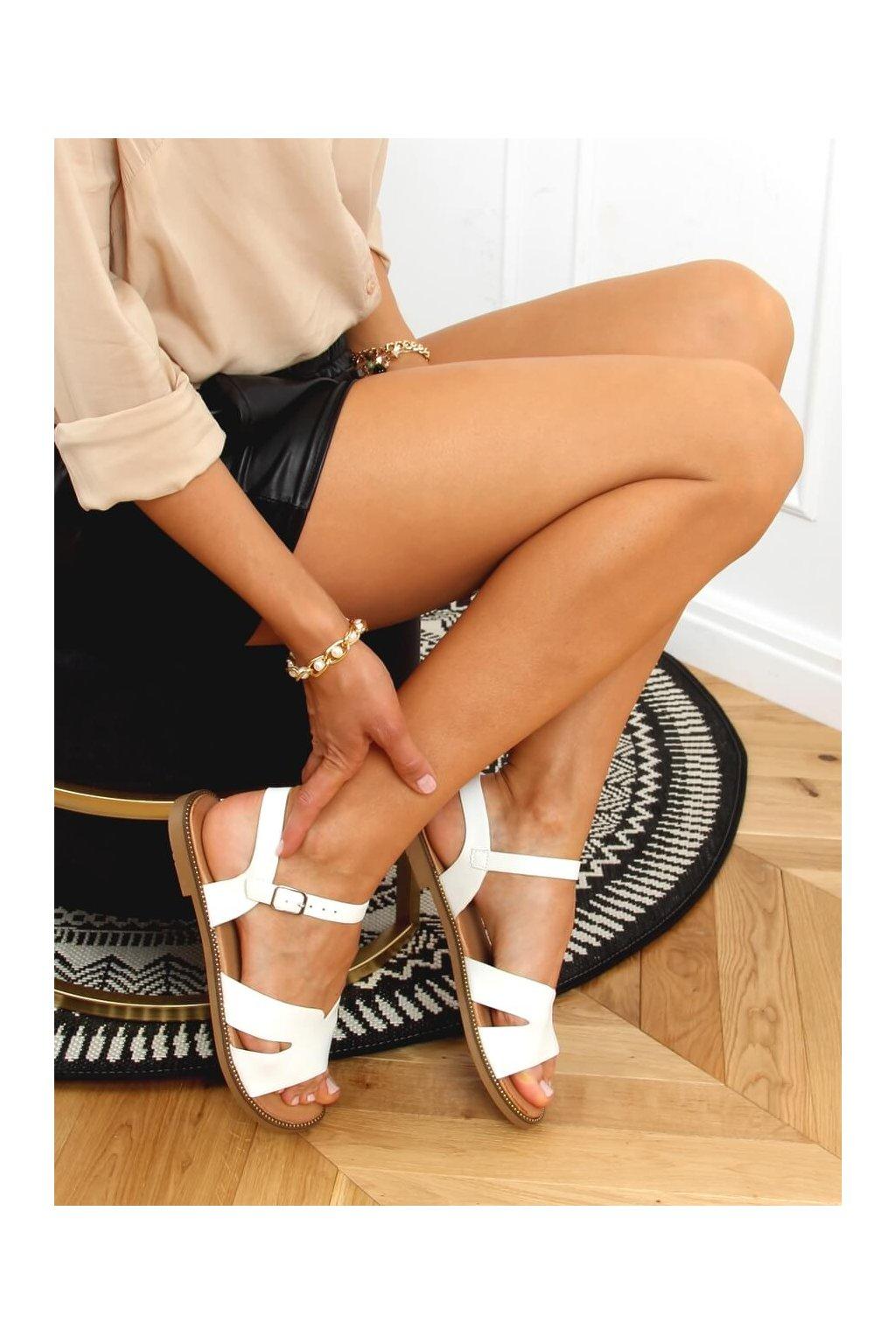 Dámske sandále biele na plochom podpätku K-20