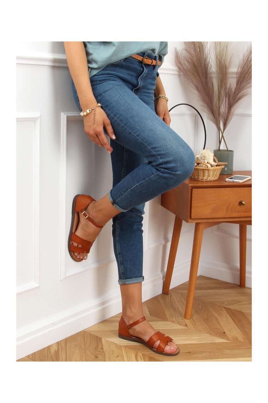 Dámske sandále hnedé na plochom podpätku 7823