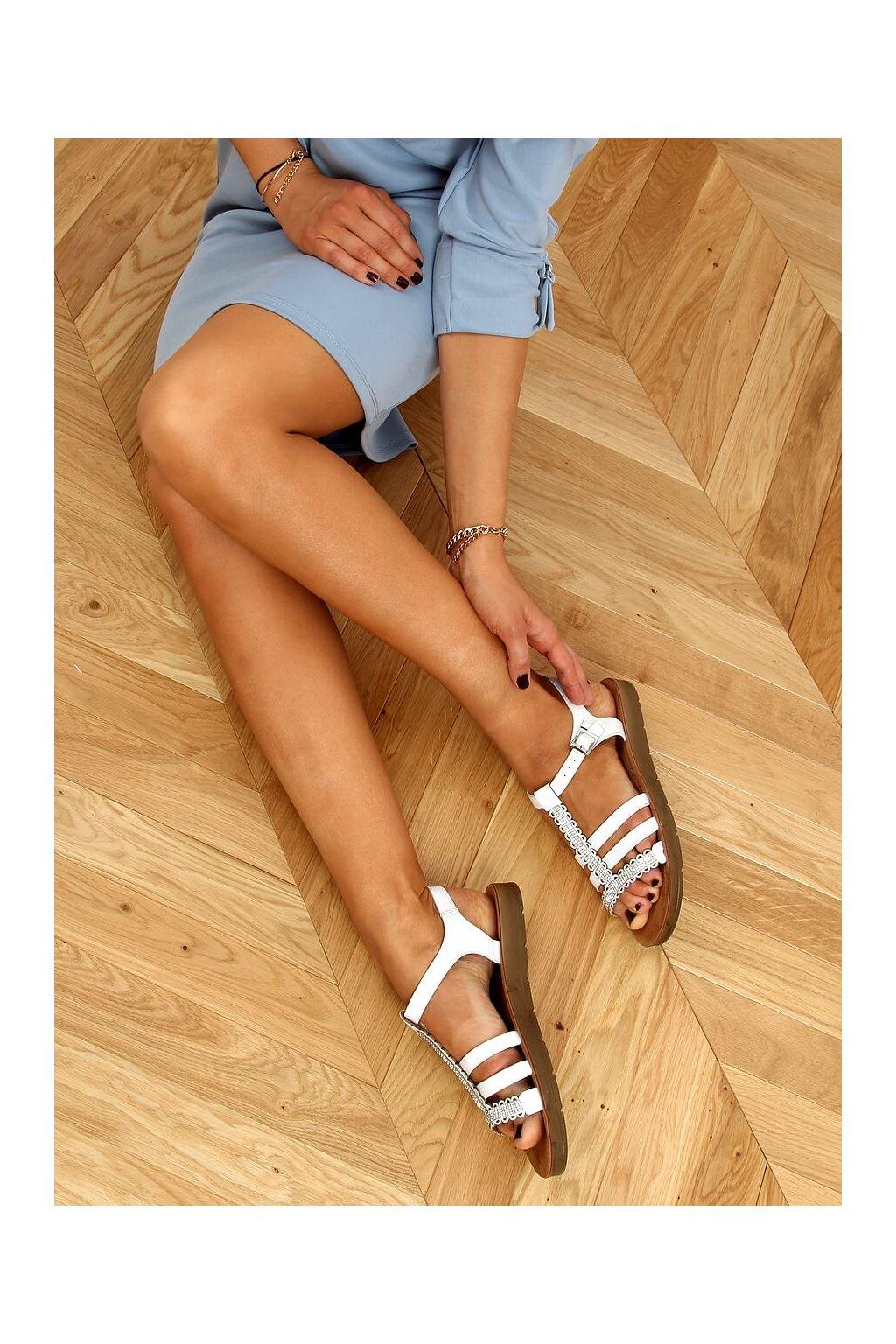 Dámske sandále biele na plochom podpätku L-375