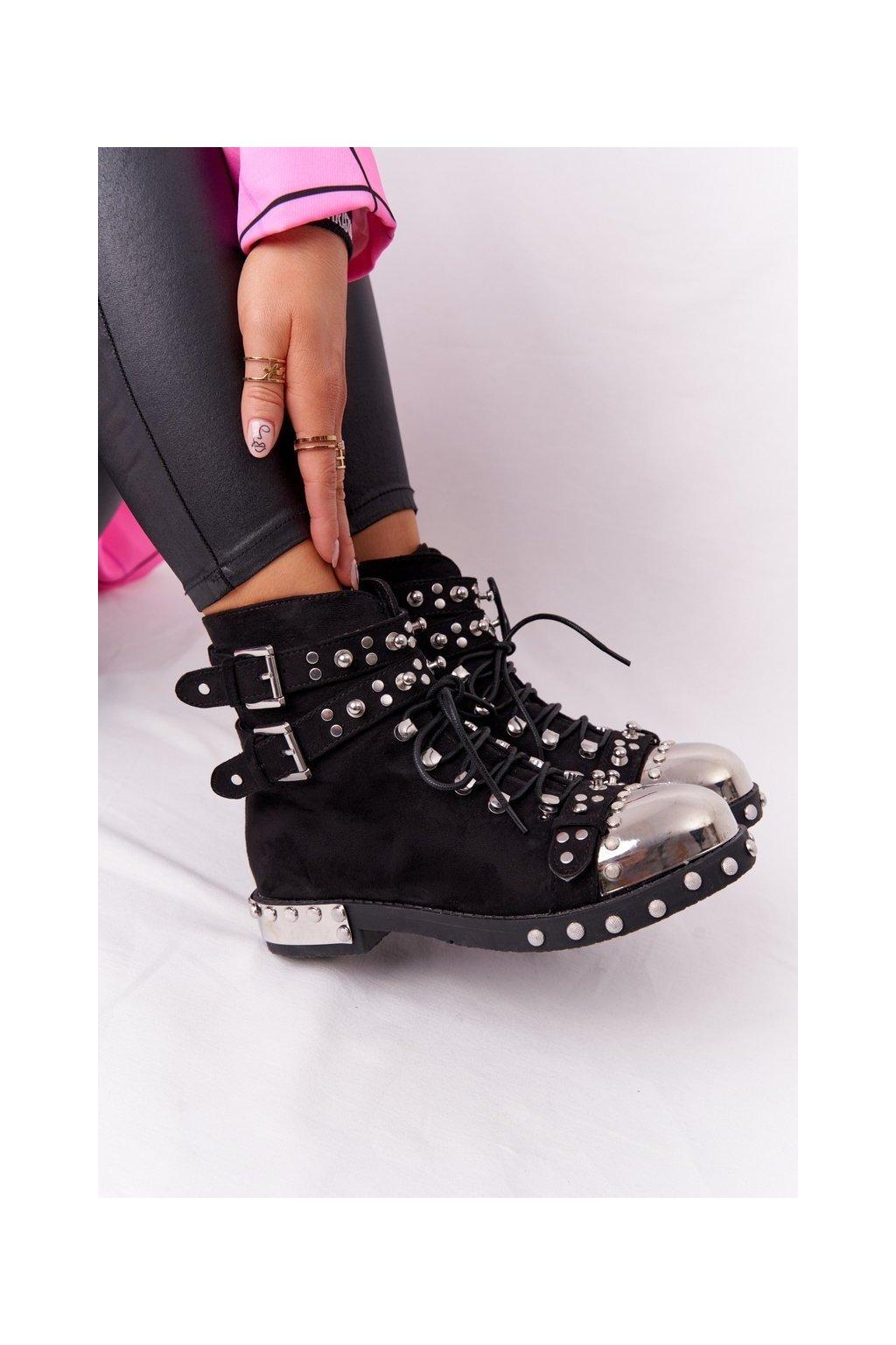 Členkové topánky na podpätku farba čierna kód obuvi XW37352 SUEDE BLK