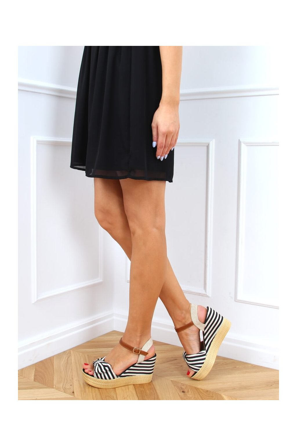 Dámske sandále čierne na platforme NJSK A89907
