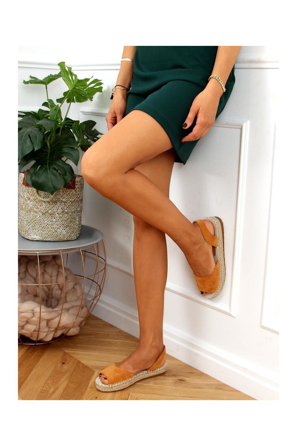 Dámske sandále hnedé na plochom podpätku 6915