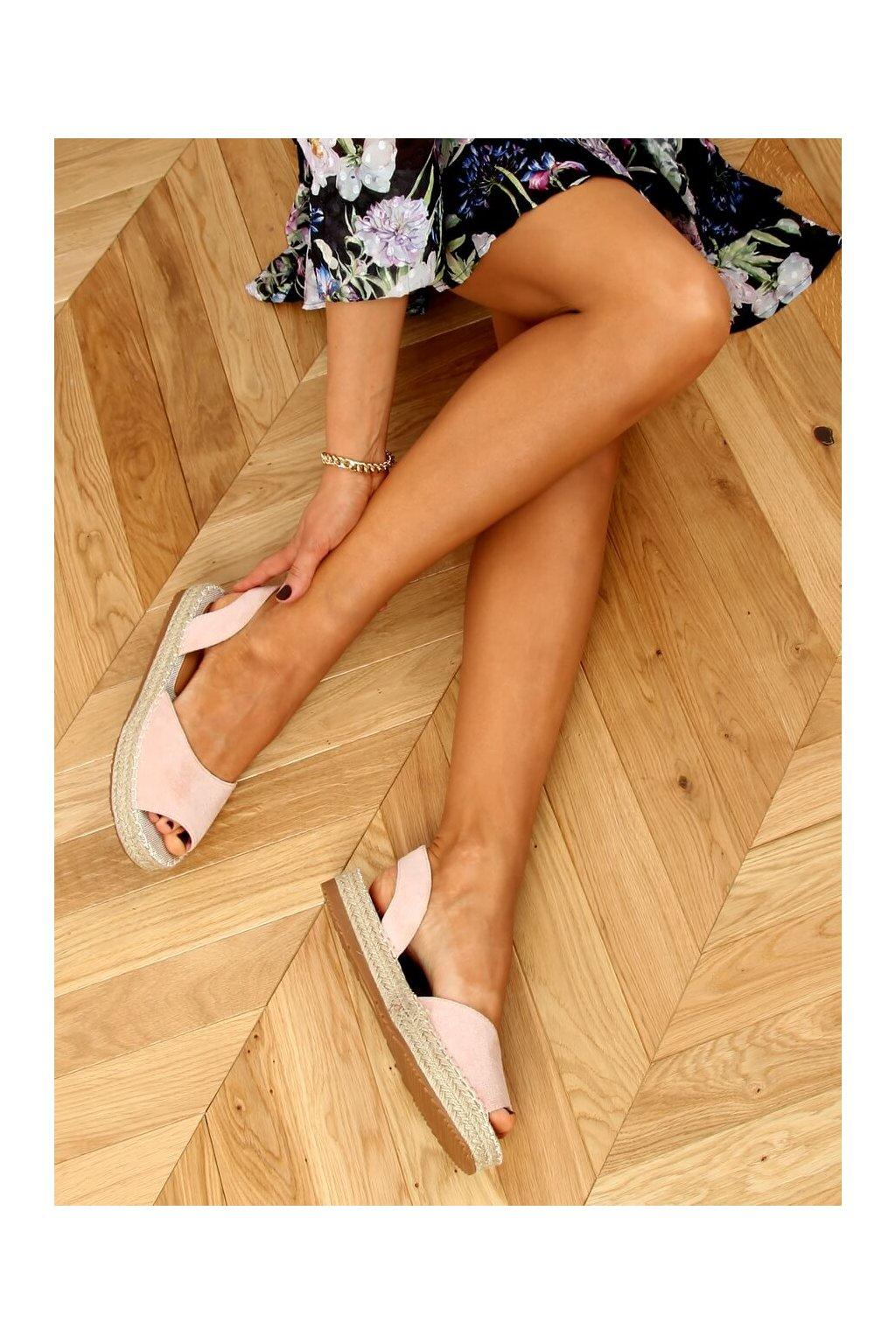 Dámske sandále ružové na plochom podpätku 6915