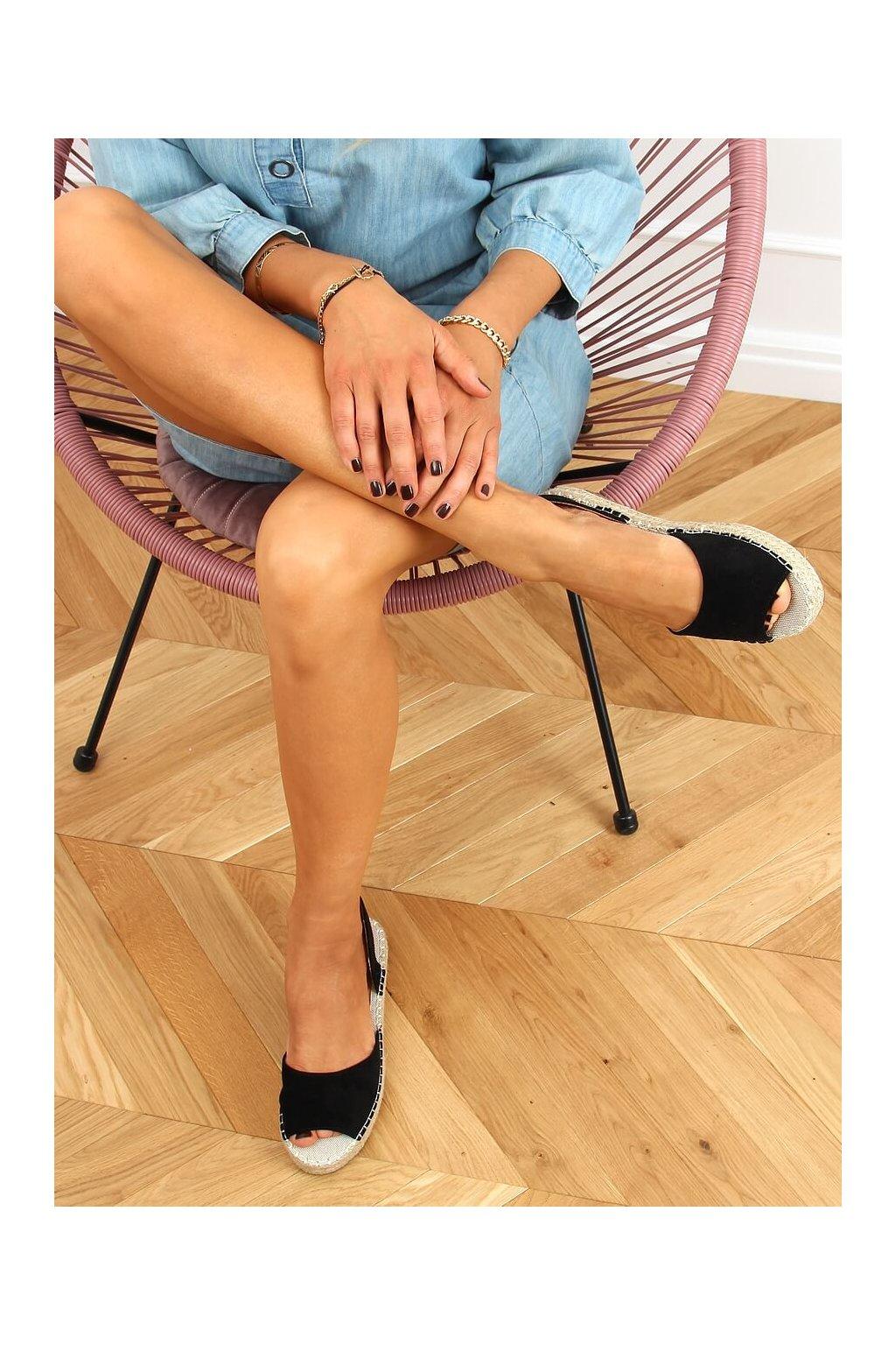 Dámske sandále čierne na plochom podpätku 6915