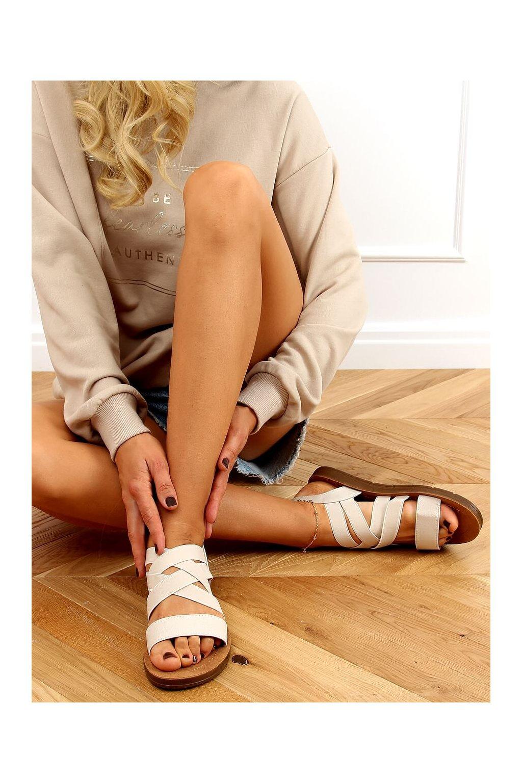 Dámske sandále hnedé na plochom podpätku 9225