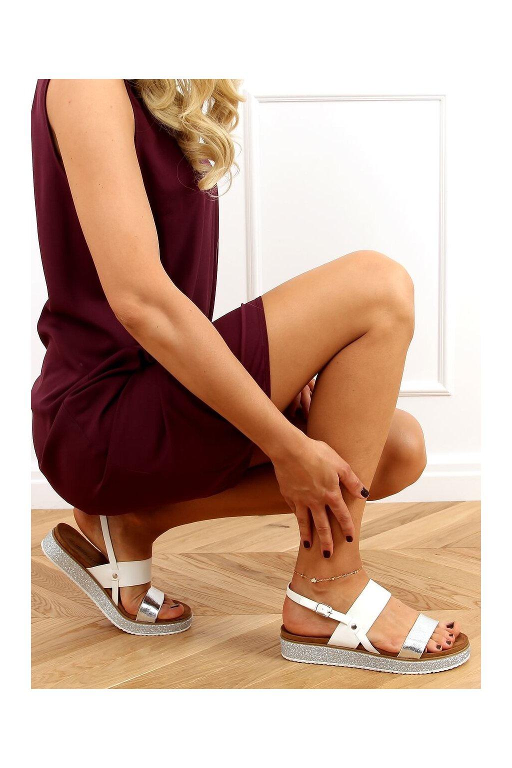 Dámske sandále biele na plochom podpätku 100-138SA-1
