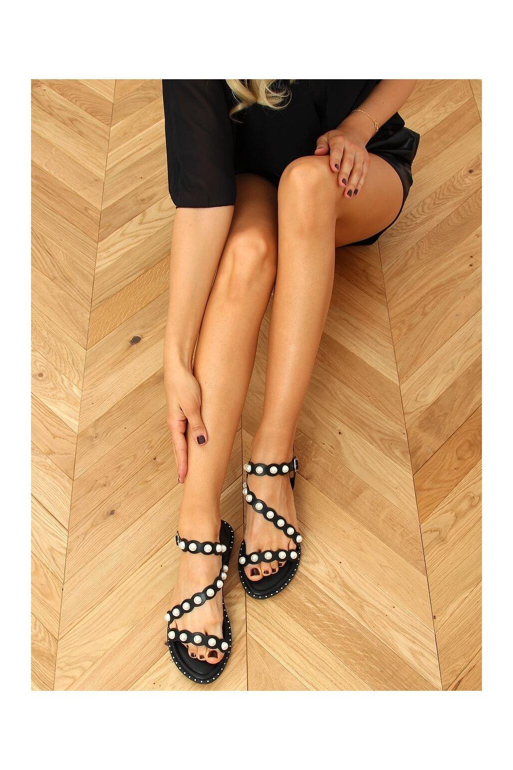Dámske sandále čierne na plochom podpätku 55-55