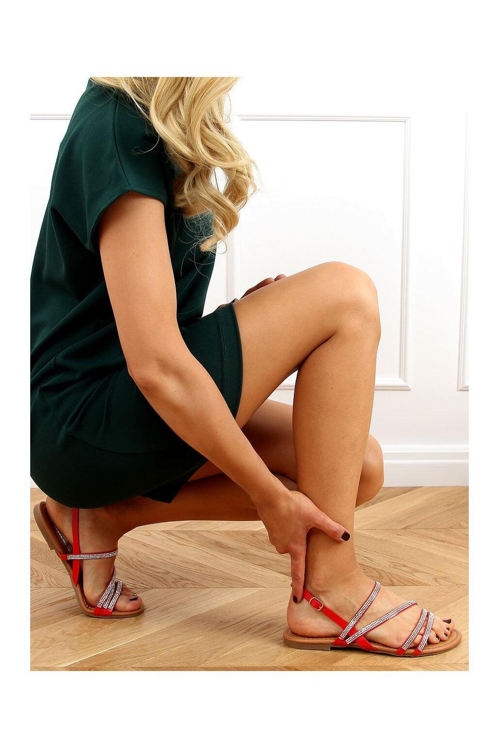 Dámske sandále červené na plochom podpätku 4046