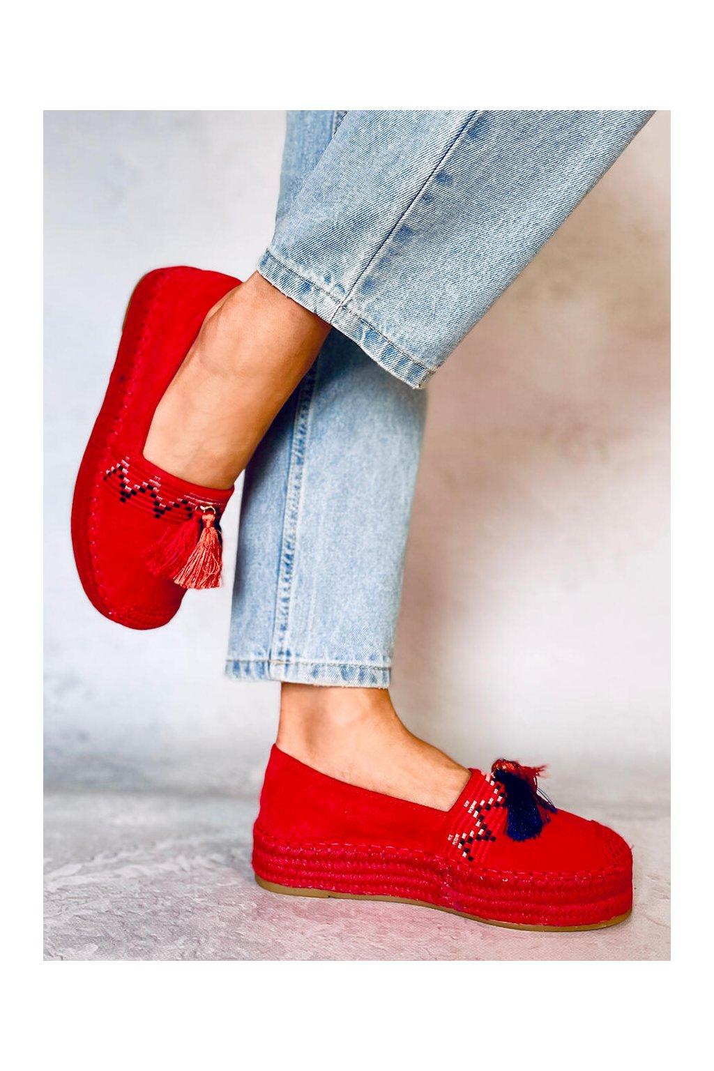 Dámske sandále červené na plochom podpätku 1735