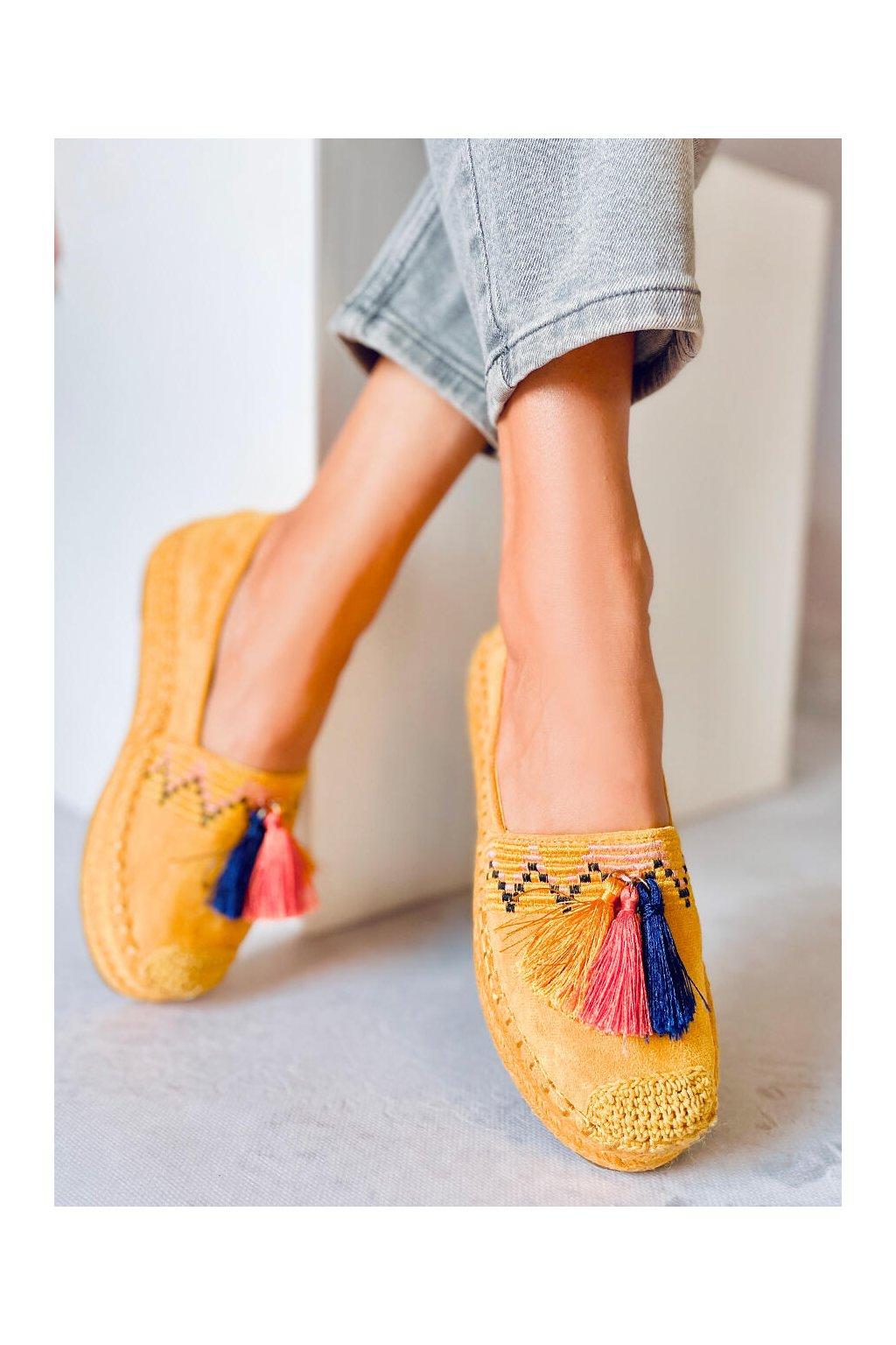 Dámske sandále žlté na plochom podpätku 1735