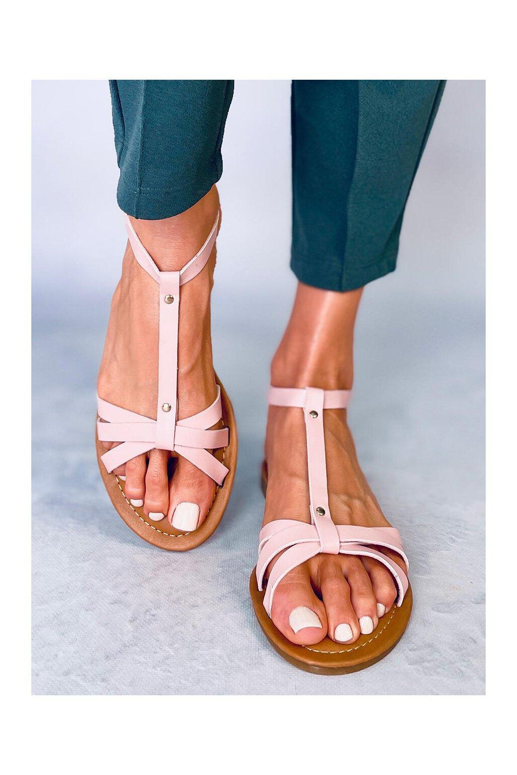 Dámske sandále ružové na plochom podpätku Z5713