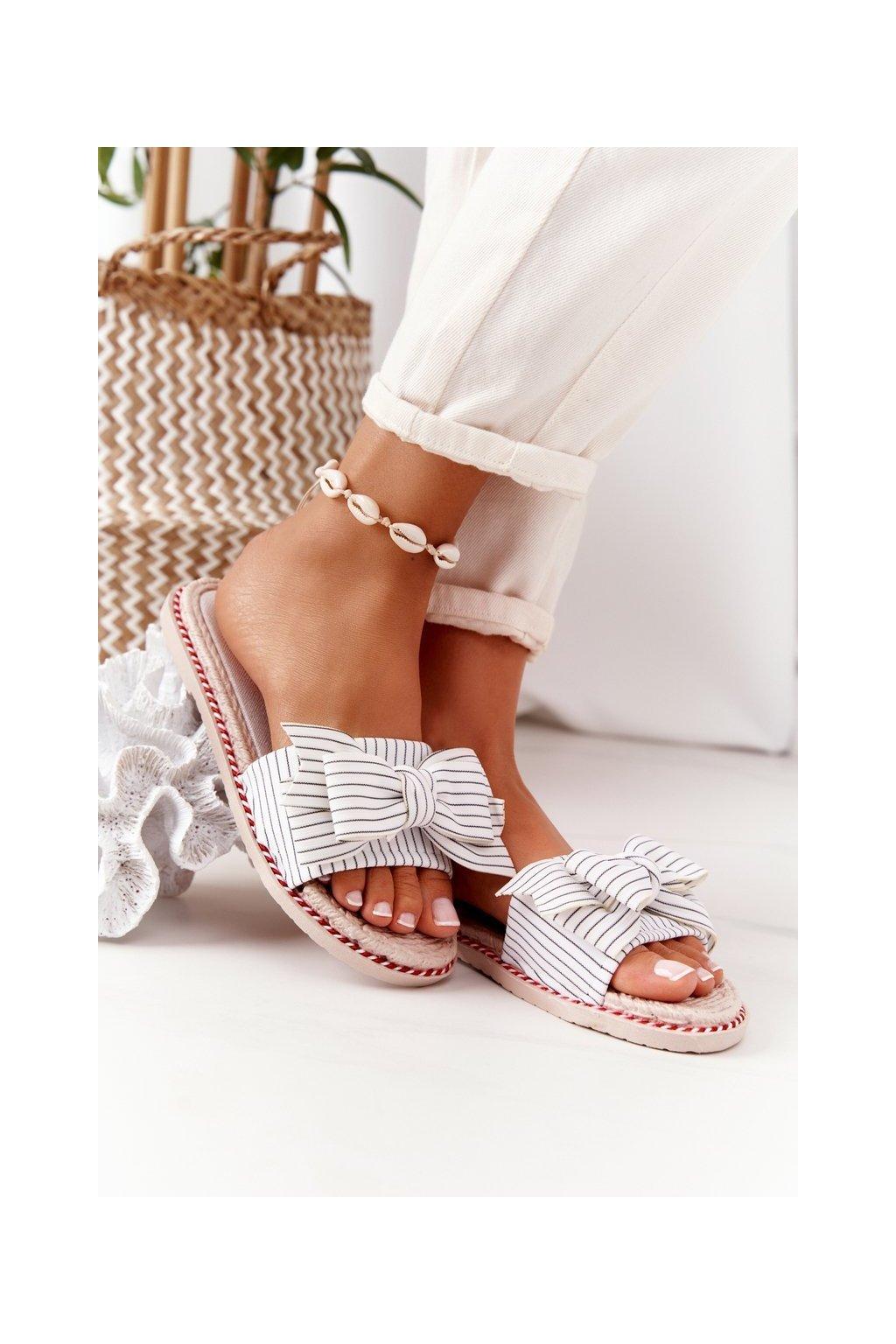 Dámske šľapky farba biela kód obuvi K111 WHITE