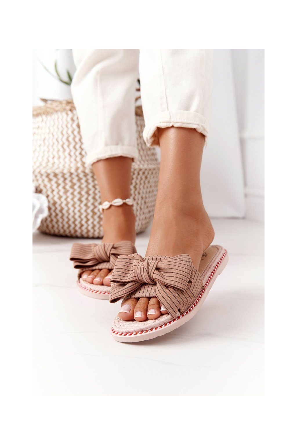 Dámske šľapky farba hnedá kód obuvi K111 BROWN