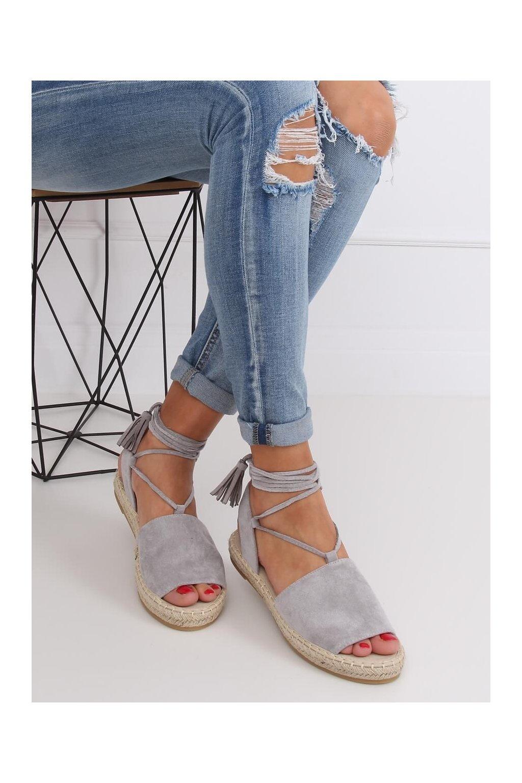 Dámske sandále s plochou podrážkou na platforme sivé BB25