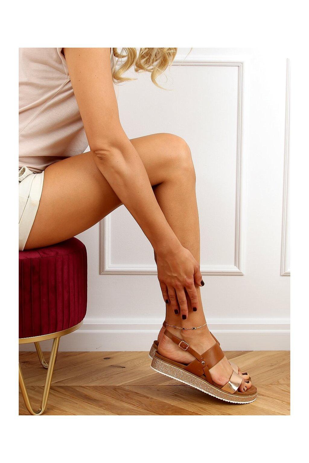 Dámske sandále hnedé na plochom podpätku 100-138SA-1