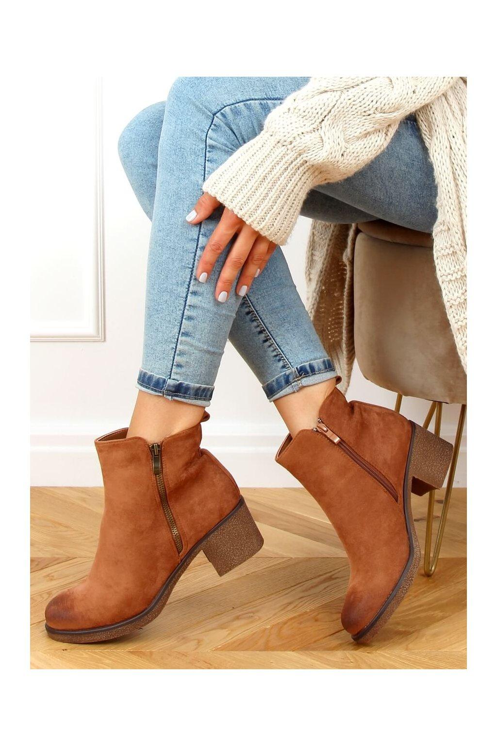 Dámske členkové topánky hnedé na širokom podpätku 8301