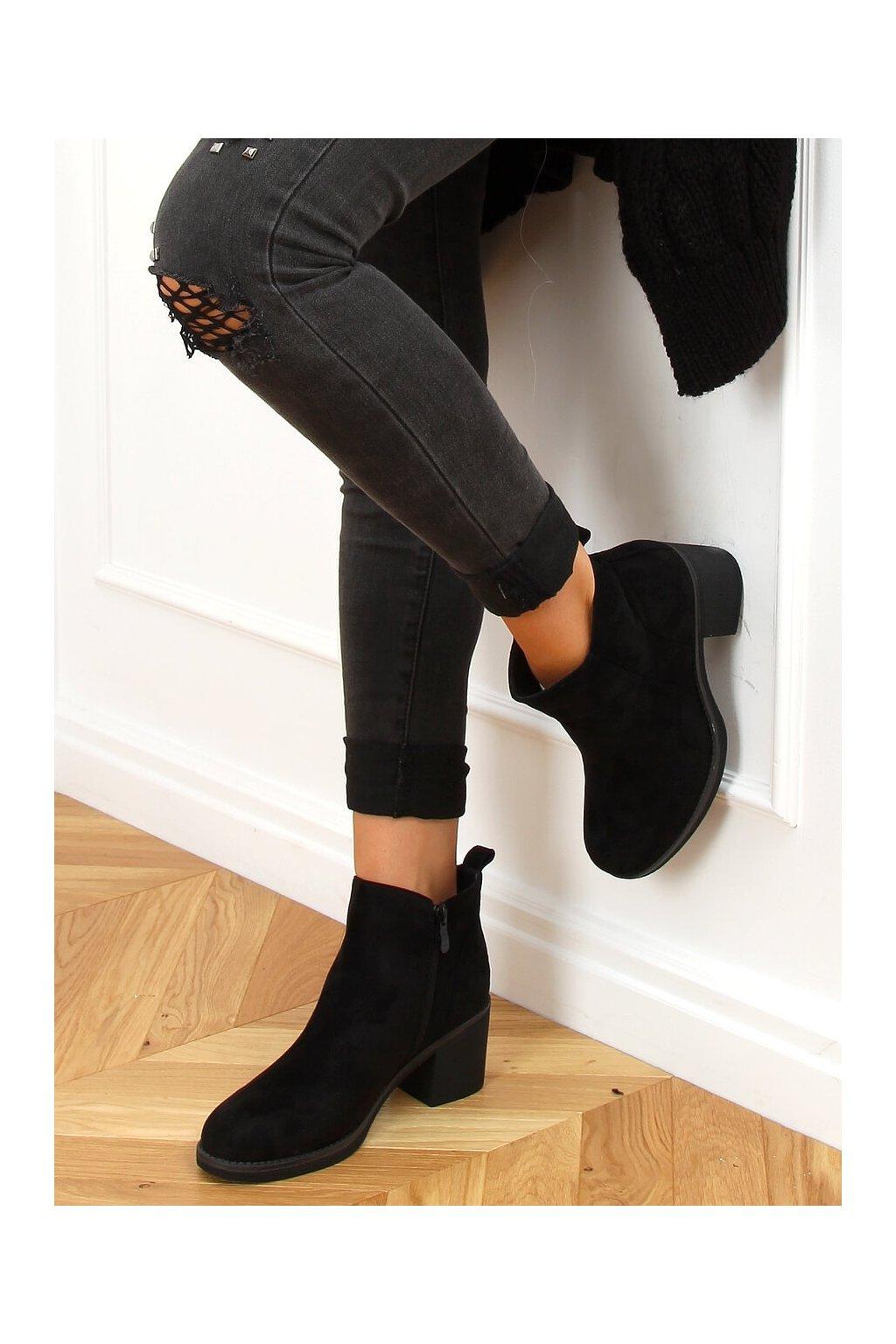 Dámske členkové topánky čierne na širokom podpätku 9B1003