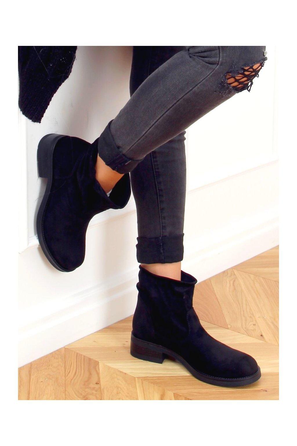 Dámske členkové topánky čierne na plochom podpätku 9621