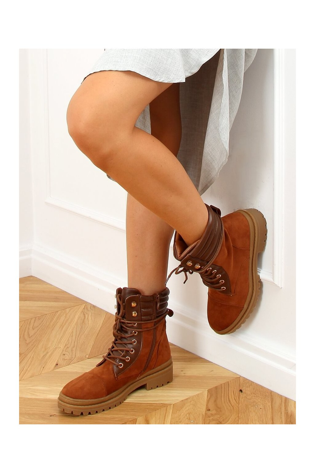 Dámske členkové topánky hnedé na plochom podpätku 5466