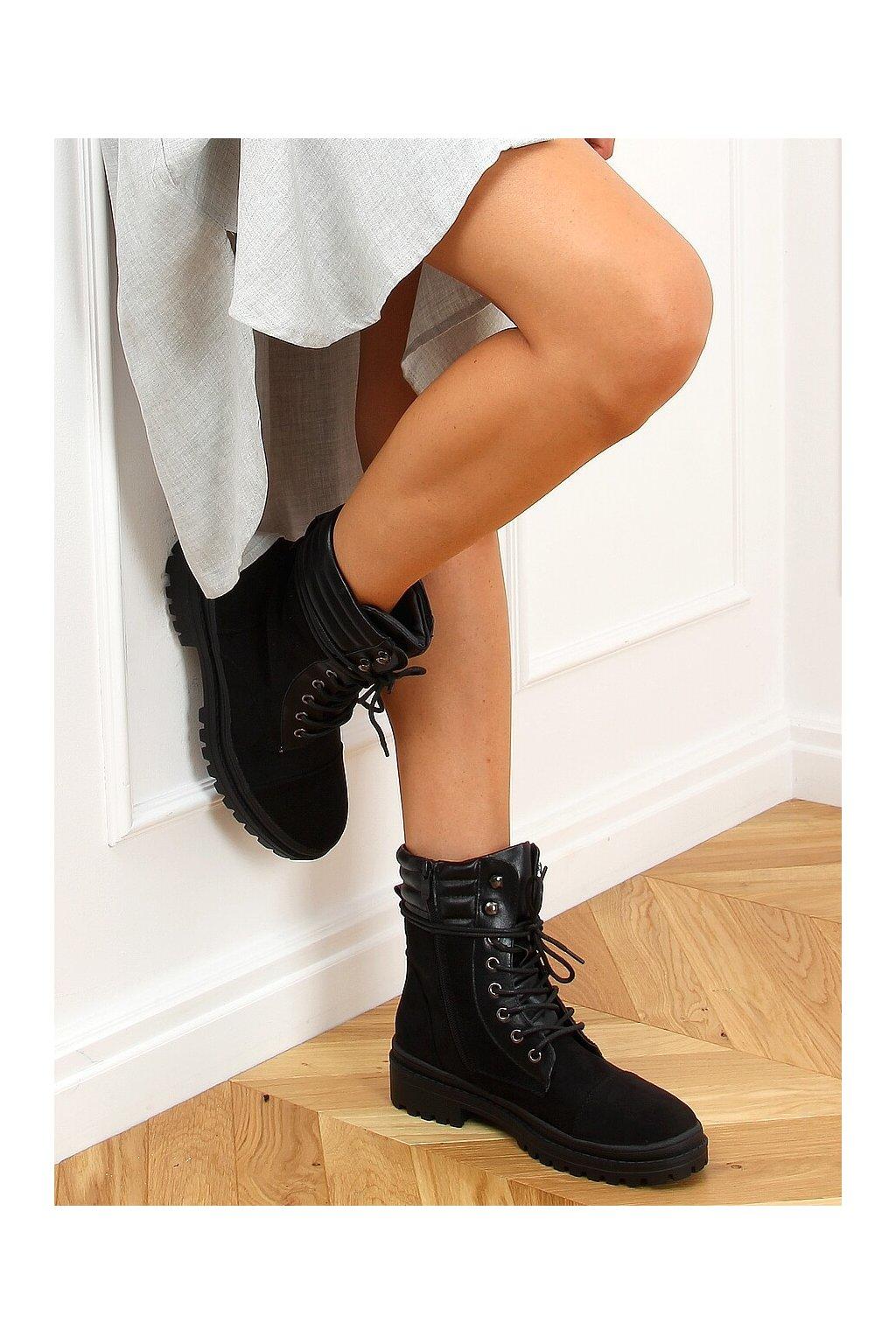 Dámske členkové topánky čierne na plochom podpätku 5466