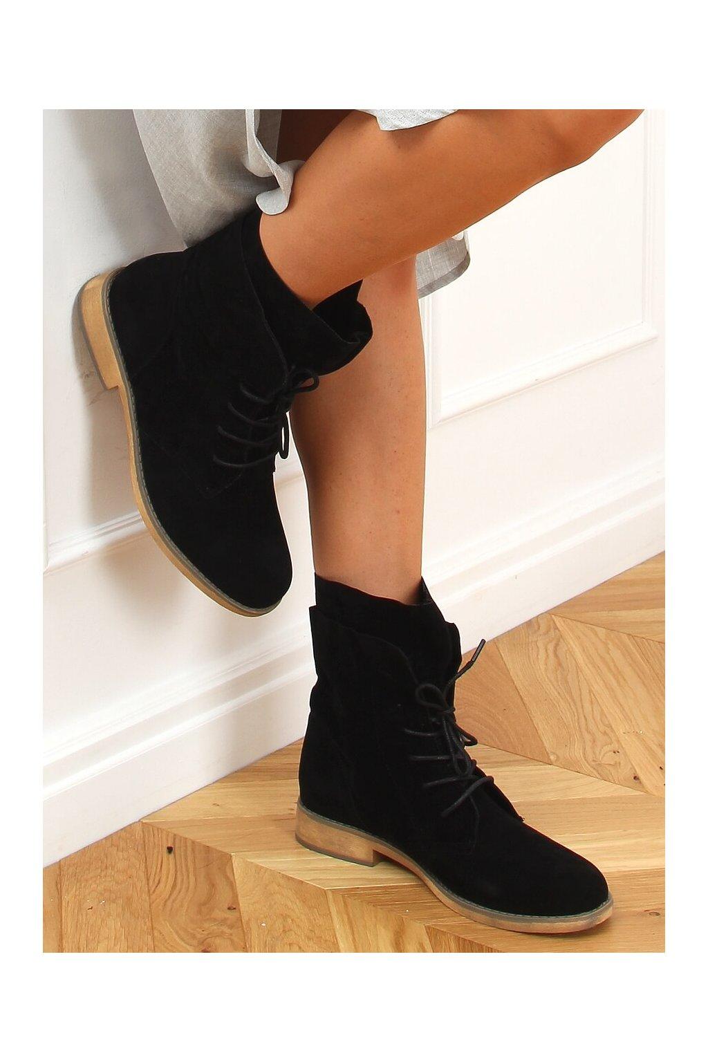 Dámske členkové topánky čierne na plochom podpätku NC1198