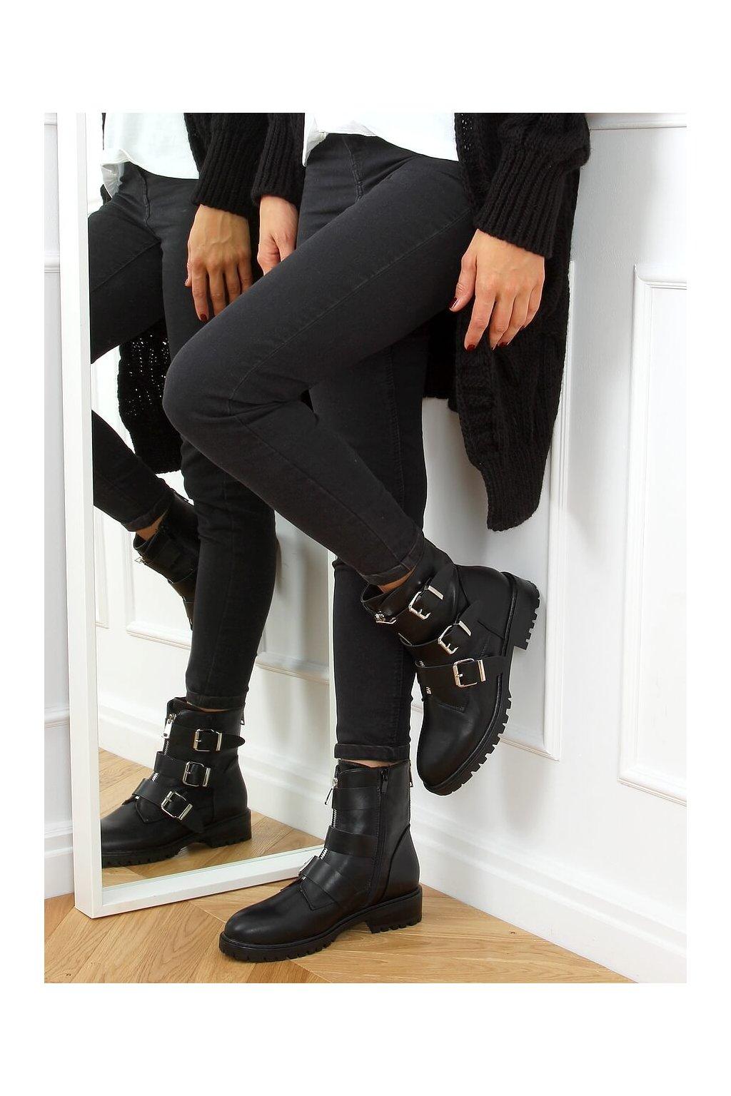 Dámske členkové topánky čierne C655