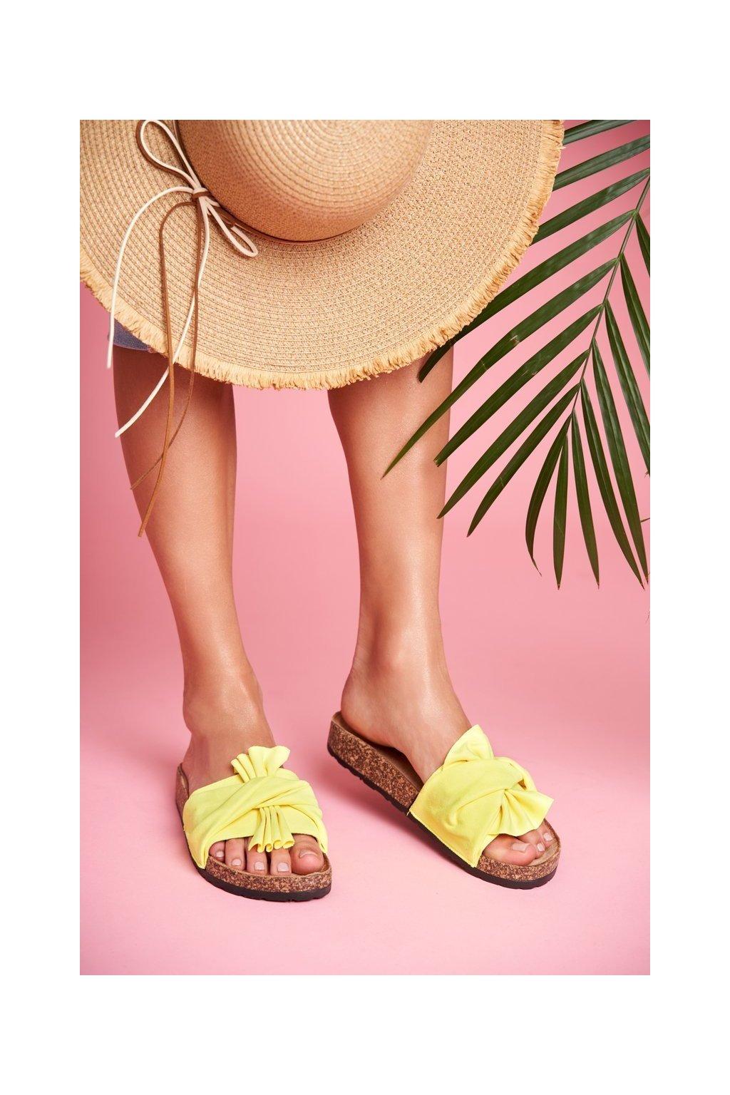 Dámske šľapky farba žltá kód obuvi CK115 FLUO YELLOW