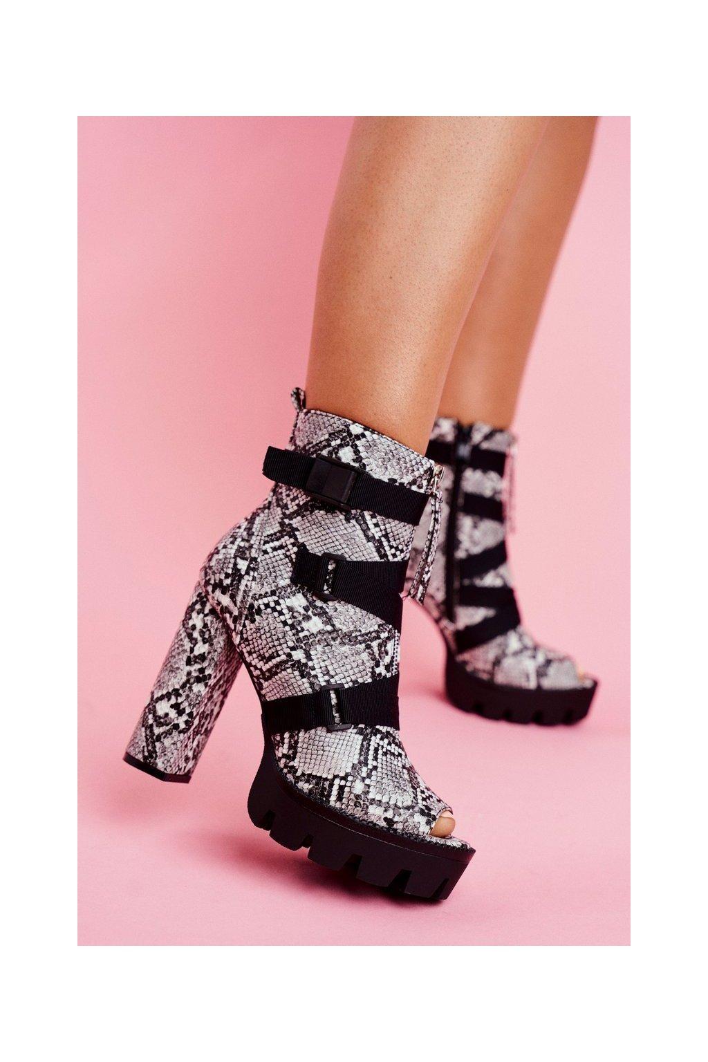 Členkové topánky na podpätku farba čierna kód obuvi NS123 BLK/WHI