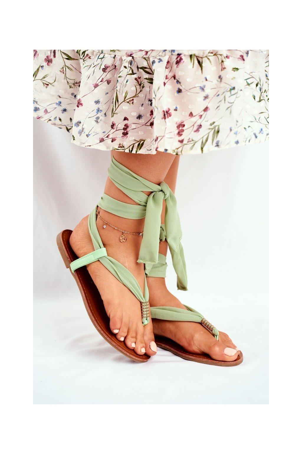 Dámske sandále s plochou podrážkou farba zelená kód obuvi P-1081 GREEN