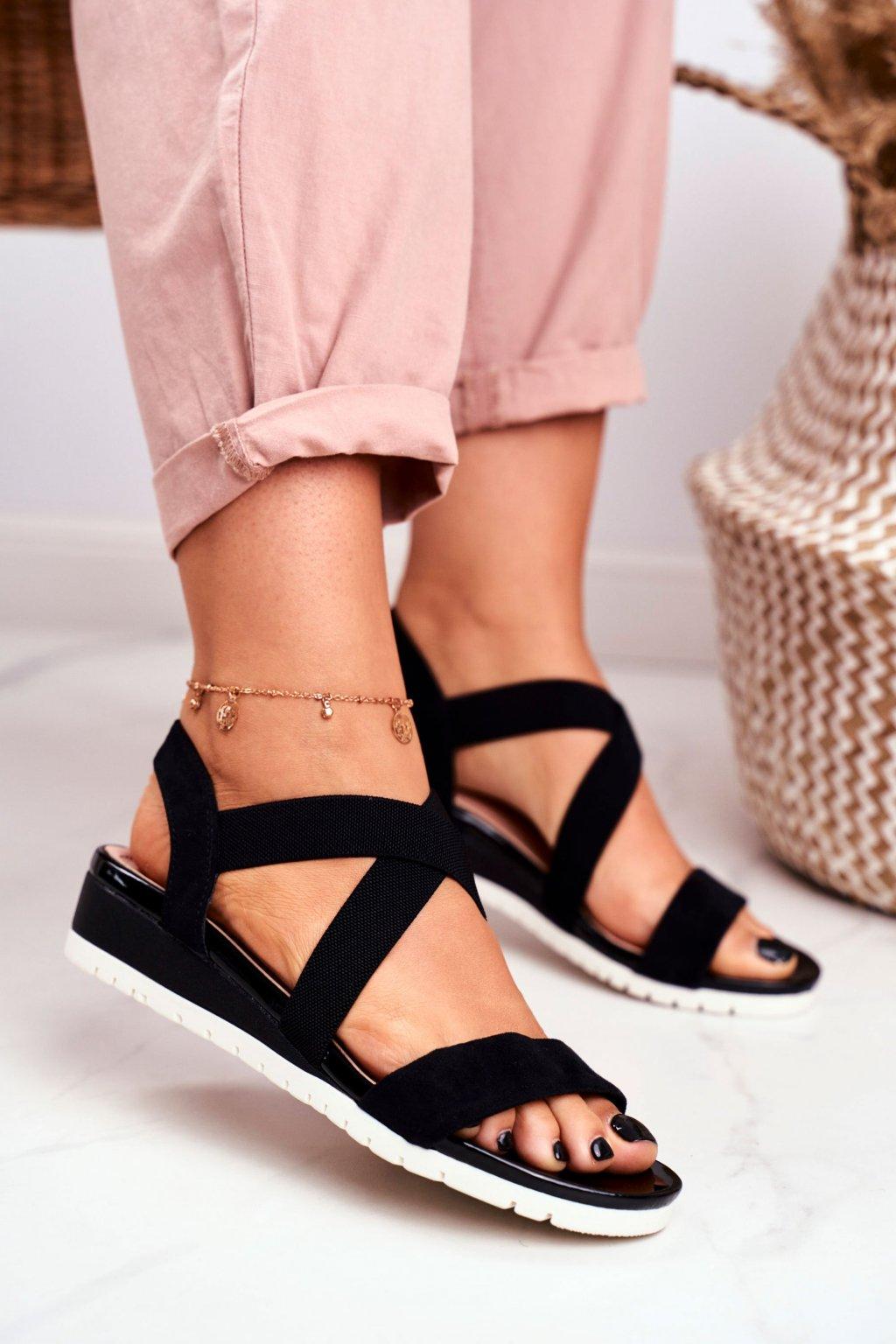 Dámske sandále na platforme farba čierna kód obuvi NS116 BLK