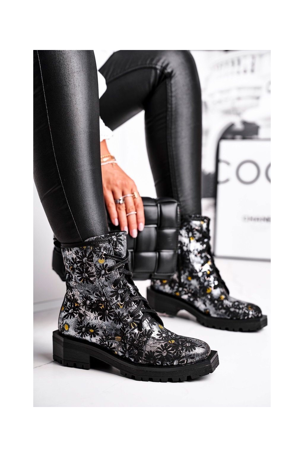 Členkové topánky na podpätku farba sivá kód obuvi 04869-38/00-6 SILVER FLOWER