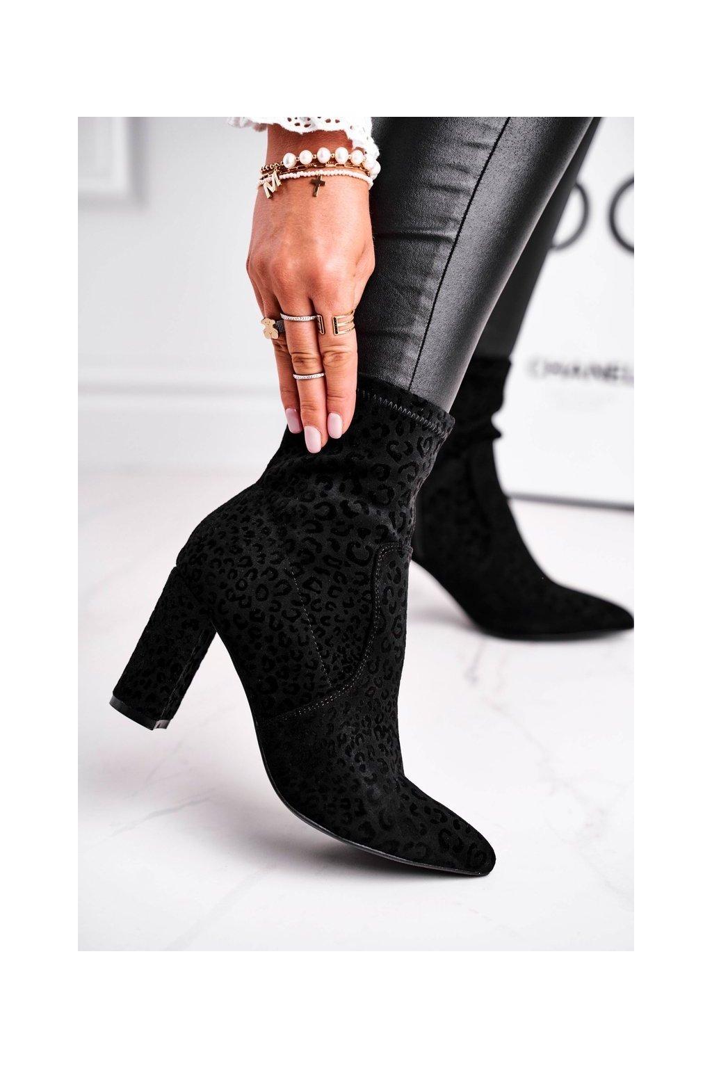 Členkové topánky na podpätku farba čierna kód obuvi C20-3 BLK