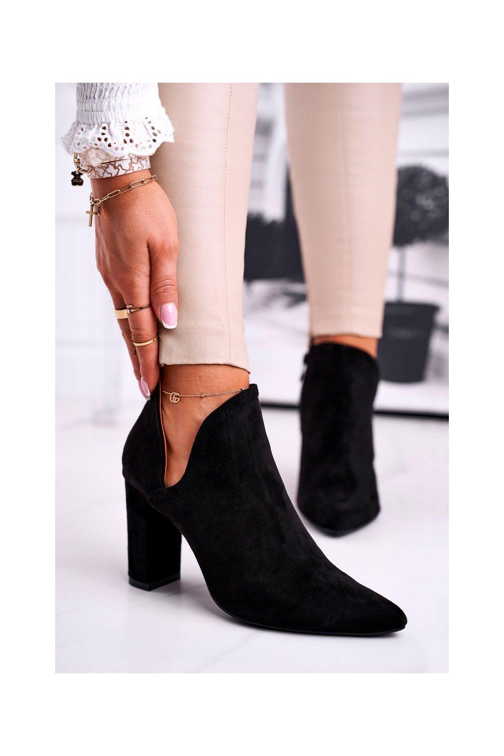 Členkové topánky na podpätku farba čierna kód obuvi A8702 BLK