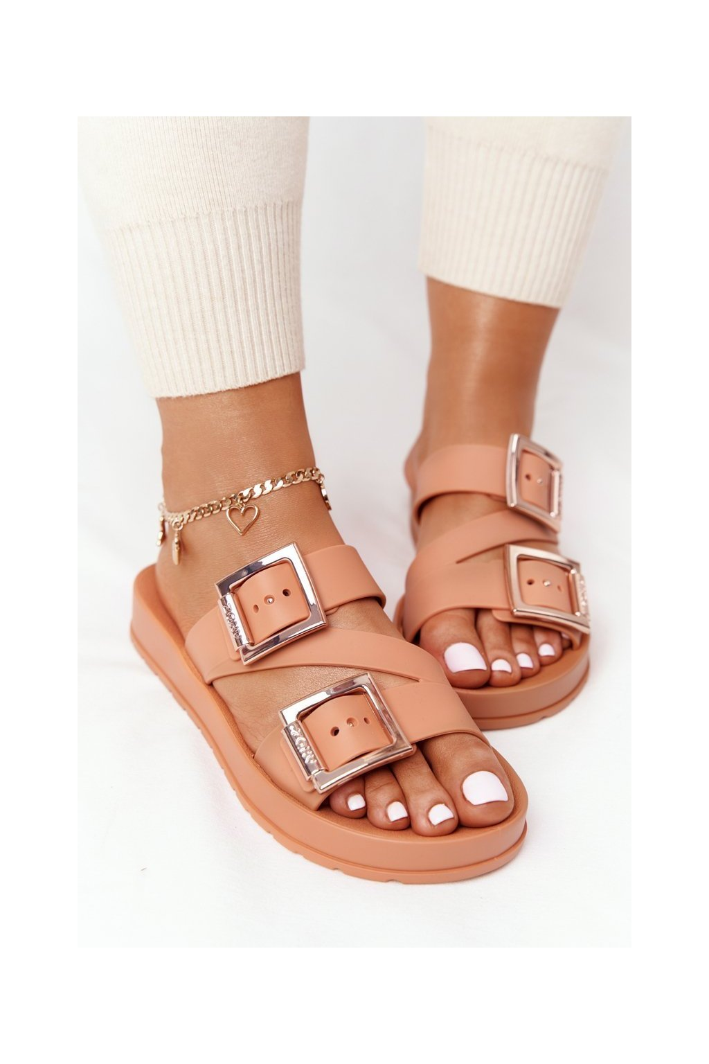 Dámske šľapky farba hnedá kód obuvi HH285105 CAMEL