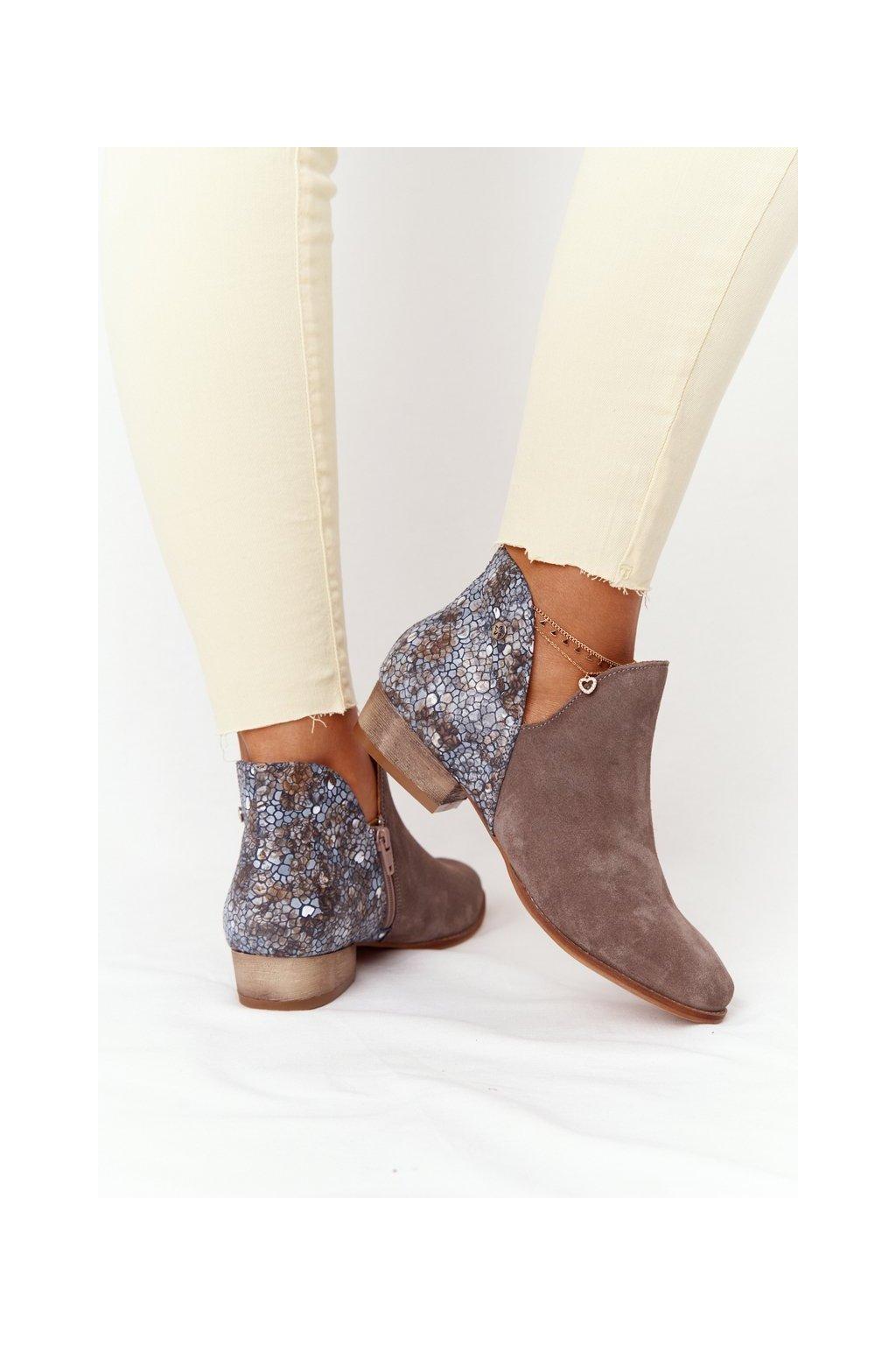 Členkové topánky na podpätku farba hnedá kód obuvi 04091-65/00-5 BEŻ CIEMNY MULTIKOLOR