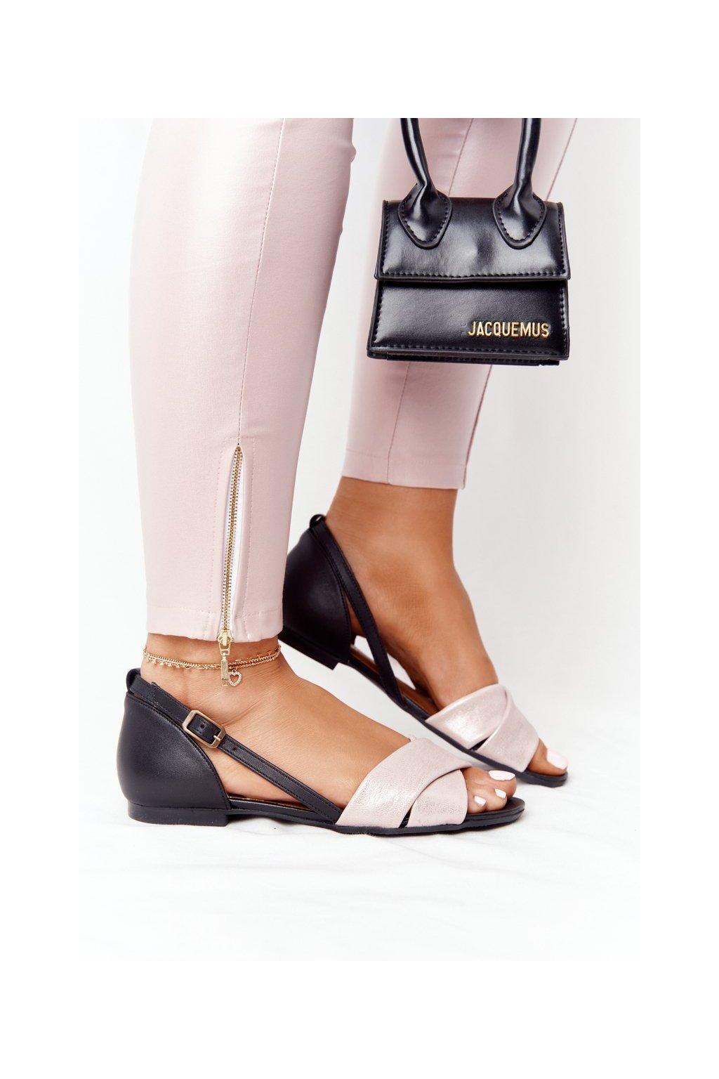 Dámske sandále s plochou podrážkou farba čierna kód obuvi 04614-15/00-5 METALICZNY RÓŻ CZARNY