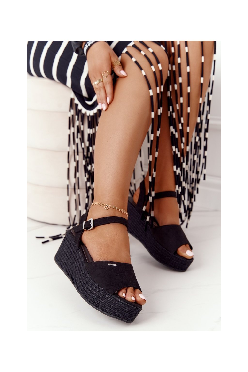 Dámske sandále na platforme farba čierna kód obuvi FF274750 BLACK