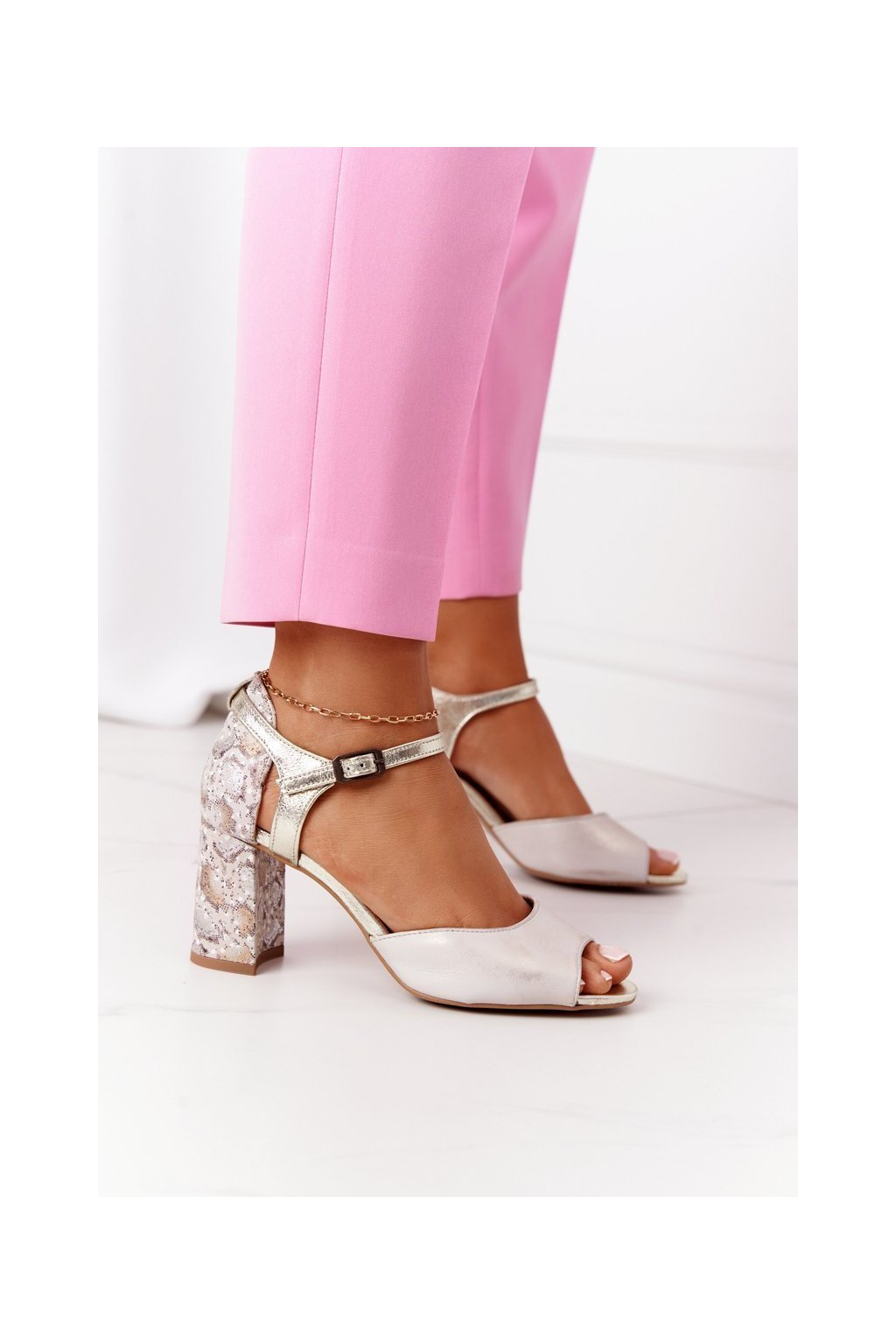 Dámske sandále farba hnedá kód obuvi 04956-25/00-5 ZŁOTY