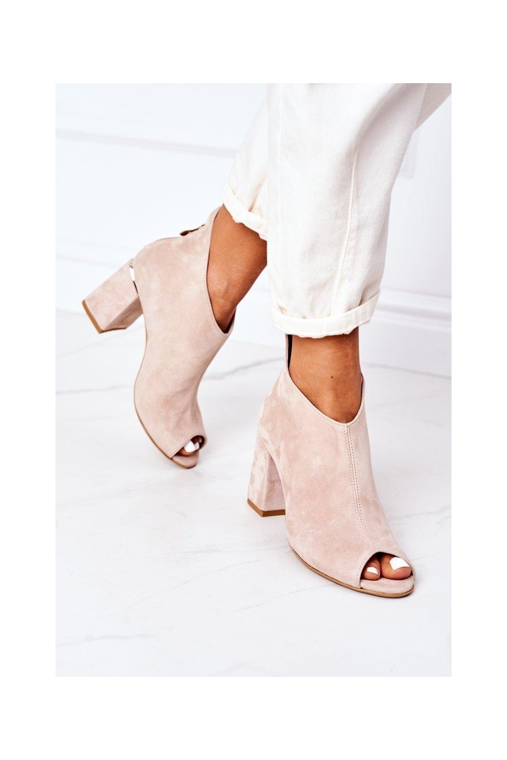 Členkové topánky na podpätku farba hnedá kód obuvi 3044 BEŻ ZAMSZ