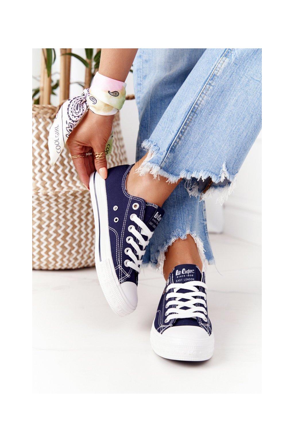 Dámske tenisky farba biela kód obuvi LCW-21-31-0095L NAVY