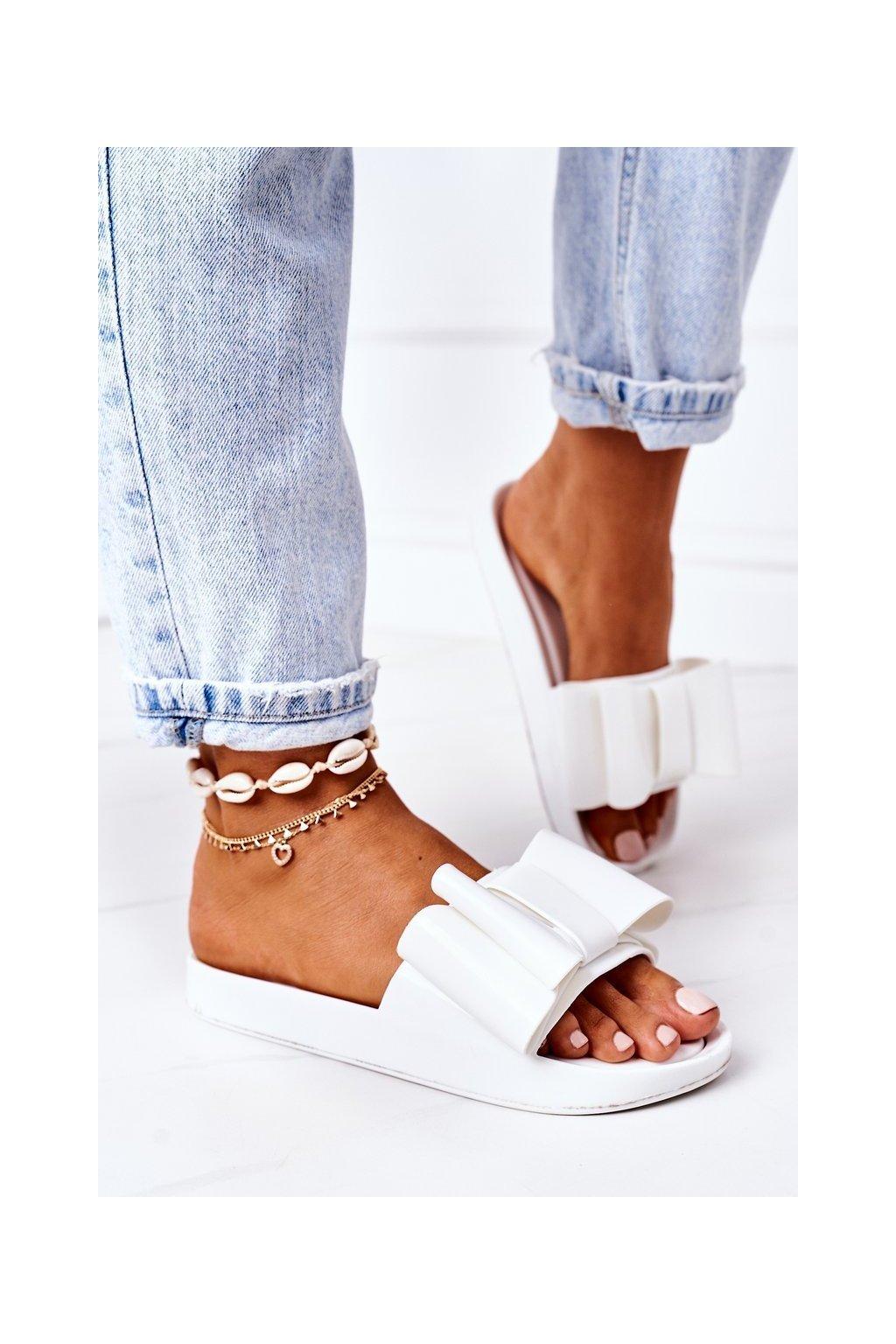 Dámske šľapky farba biela kód obuvi CK82 WHITE