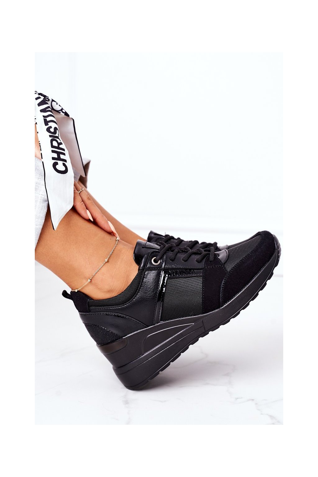 Dámske tenisky farba čierna kód obuvi 22-10606 BK CZARNY
