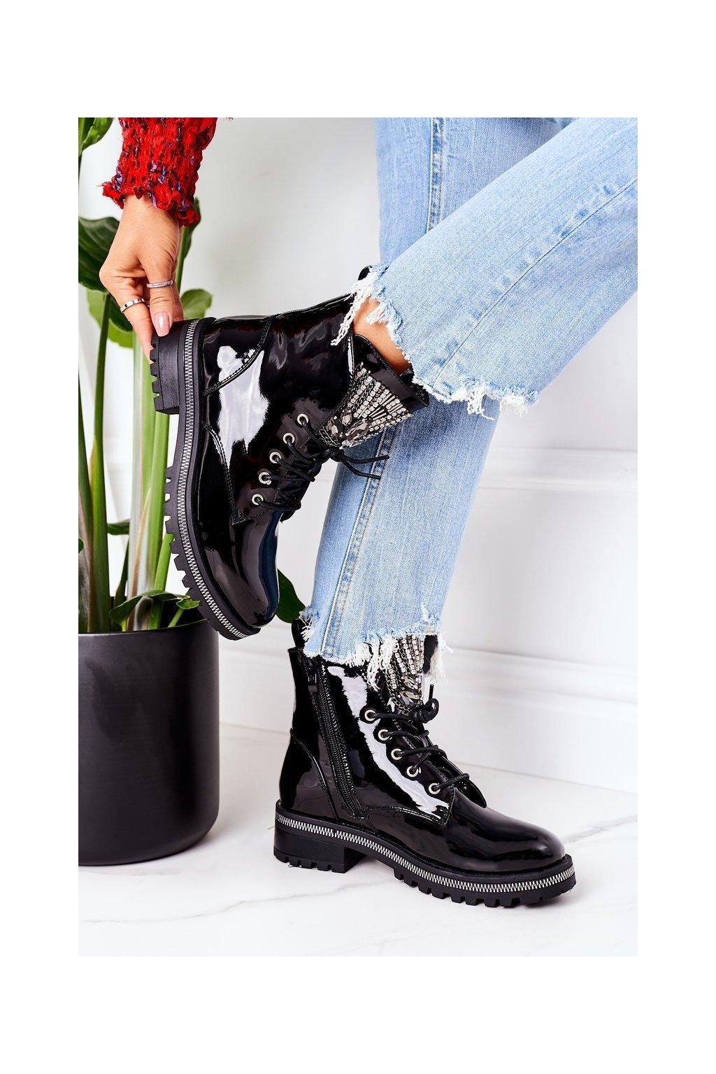 Členkové topánky na podpätku farba čierna kód obuvi NC1139 BLK