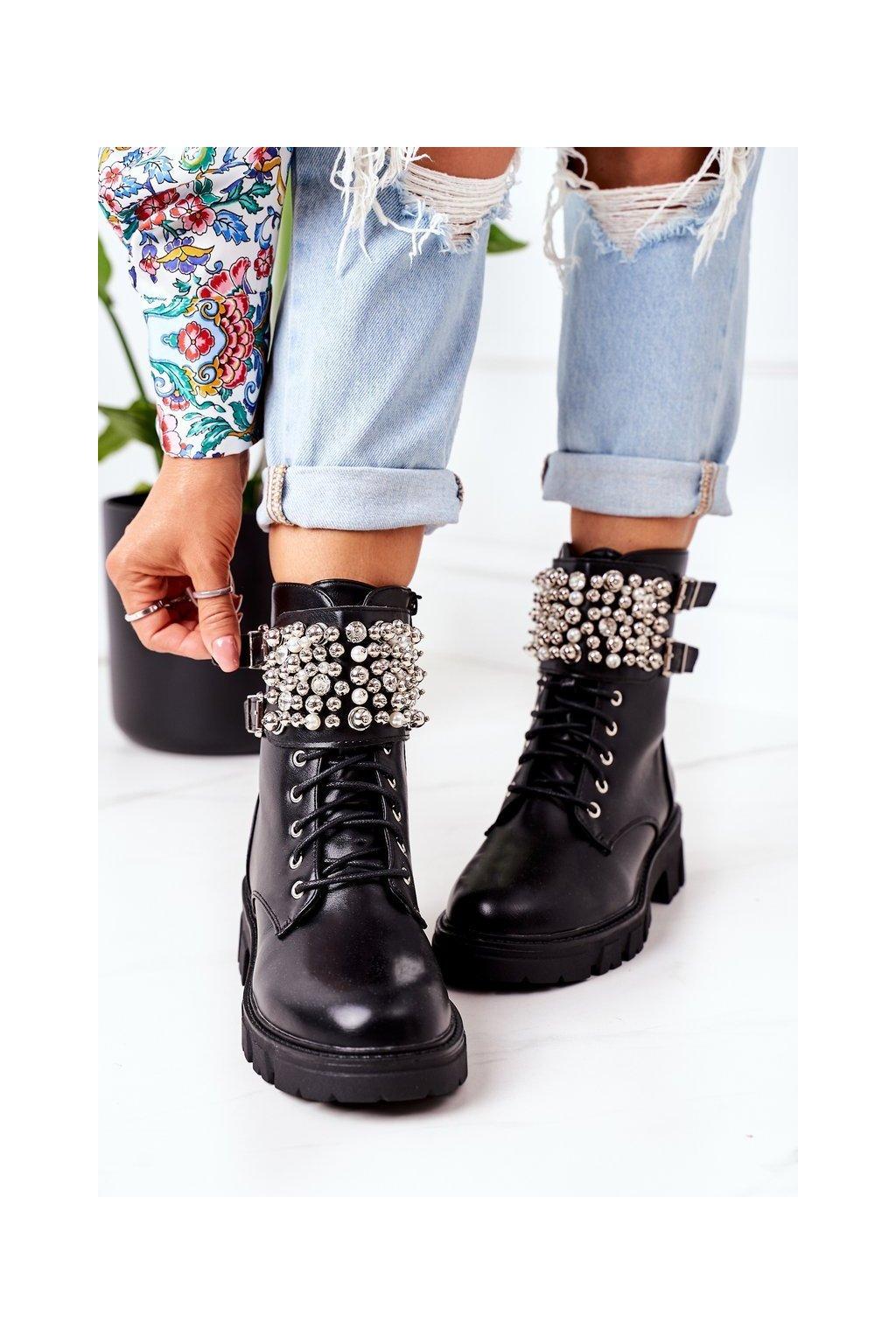 Členkové topánky na podpätku farba čierna kód obuvi NC1182 BLK