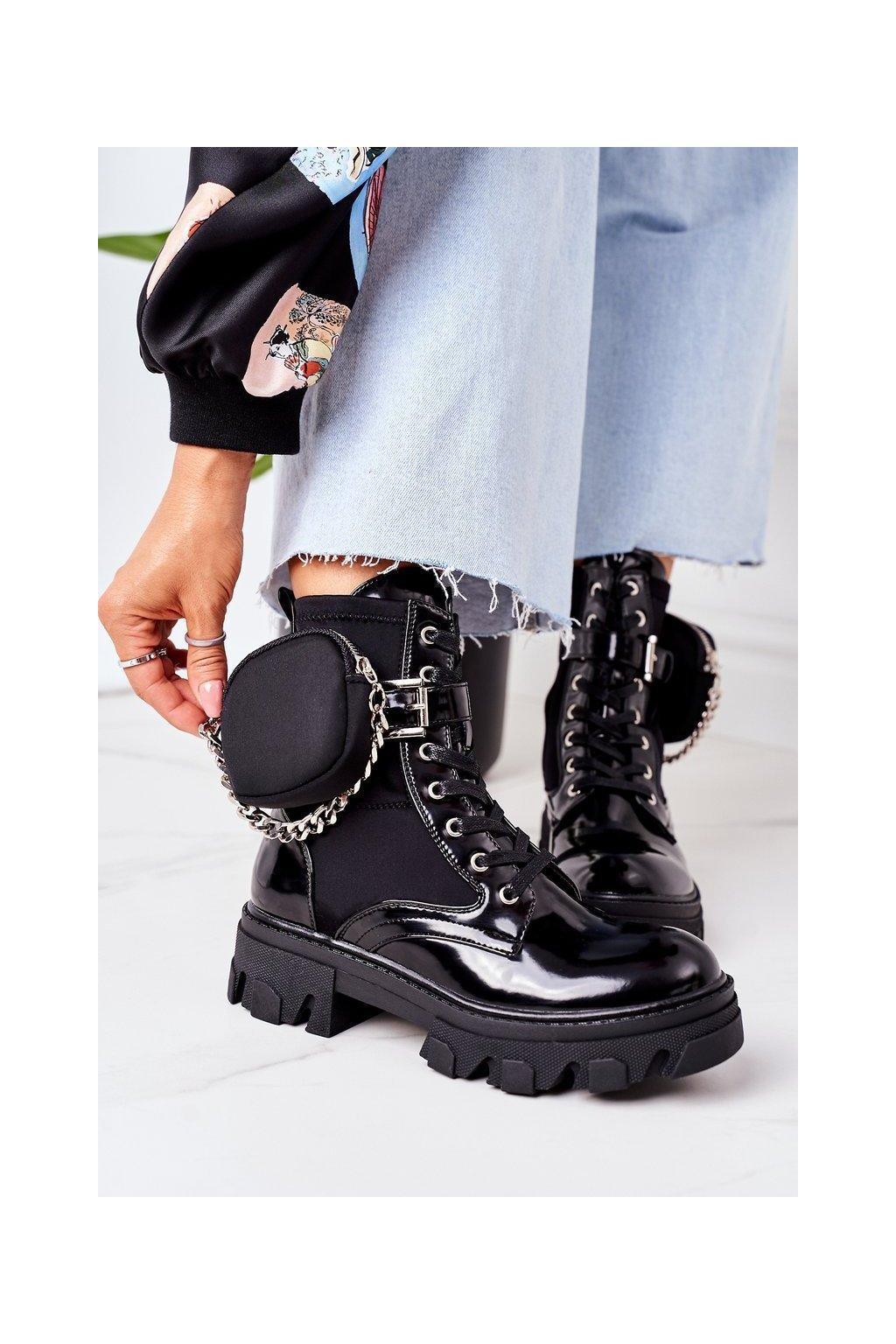 Členkové topánky na podpätku farba čierna kód obuvi QT32 BLACK