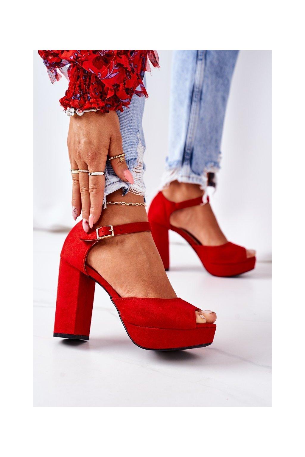 Dámske sandále farba červená kód obuvi 9R56 RED