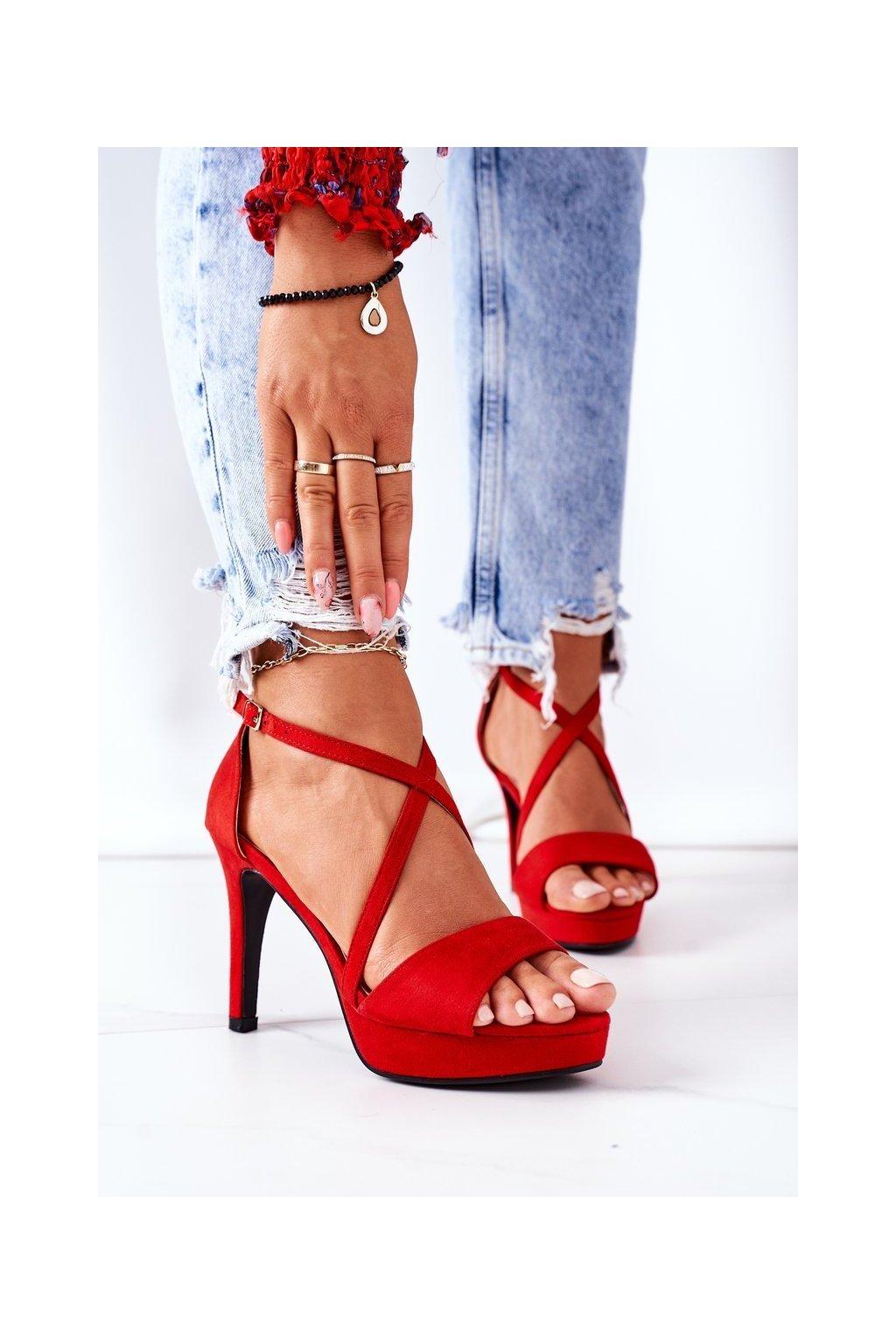 Dámske sandále farba červená kód obuvi 9R31 RED