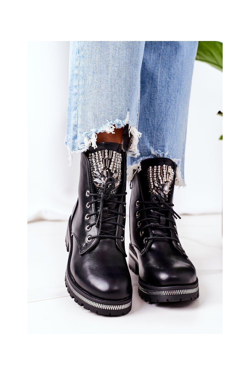 Členkové topánky na podpätku farba čierna kód obuvi NC1138 BLK