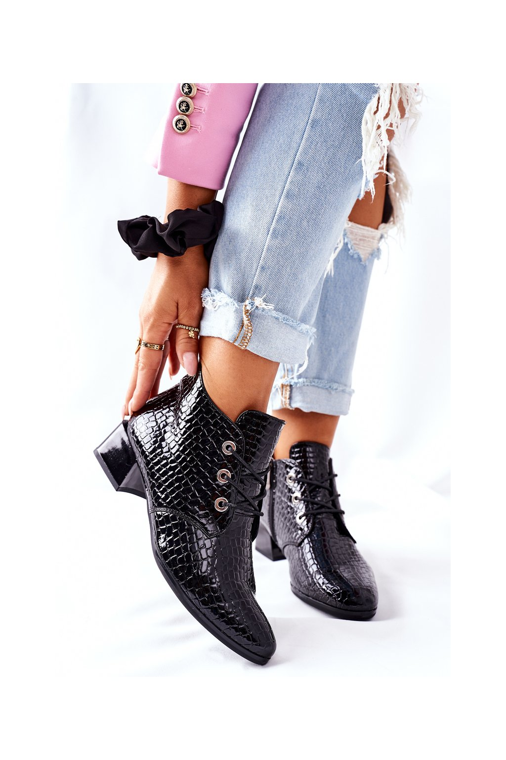 Členkové topánky na podpätku farba čierna kód obuvi 20-10638 BLK LAK