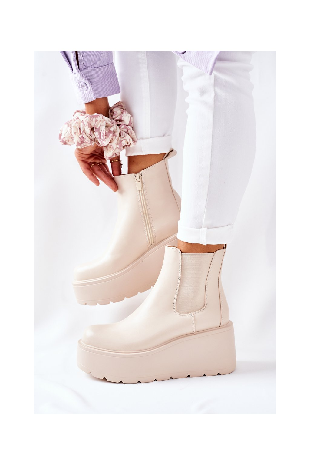 Členkové topánky na podpätku farba hnedá kód obuvi QT22 BEIGE